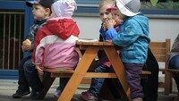 Weber grillt Abenteuerkindergarten Hof 06.jpg