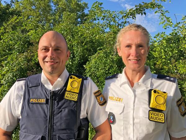 © Zwei Beamte der Oberpfälzer Polizei mit der neuen Body-Cam/Judith Kleinhanß